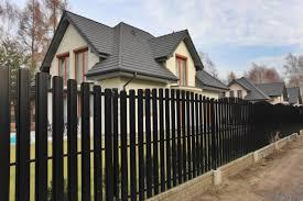 Забор из металлического штакетника: особенности и преимущества — Ремонт дома